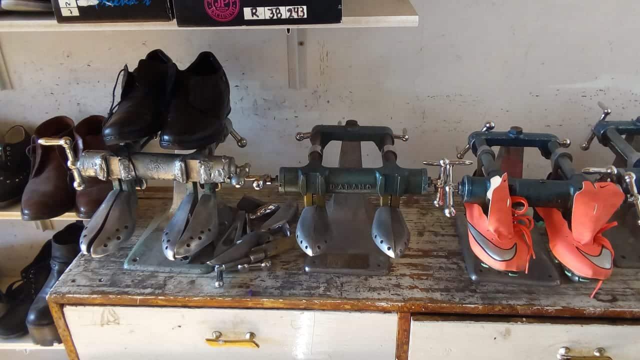 Reparadora de calzados rapi-tac.
